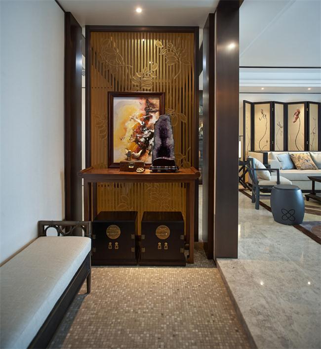 新中式风格门厅设计中隔断的装饰效果