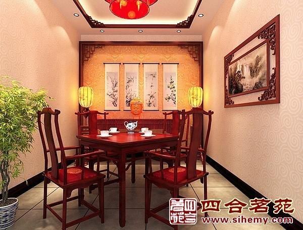 中式装修风 格为主的,青砖灰瓦配上大红柱子绿色的椽子,精致的砖雕和