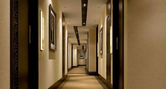 米色墙面和地面的走廊效果图设计图片   进门玄关走廊地砖