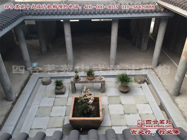 梅雨时节,天井中的小庭院是休憩赏雨的绝佳地点.